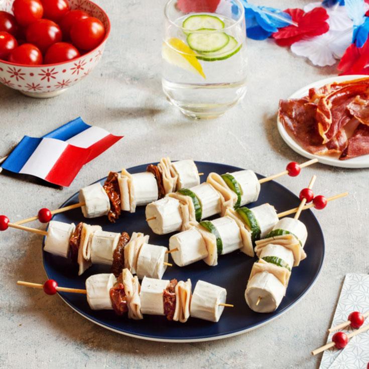 Duo de brochettes apéritives, dinde, concombre, tomates séchées et chèvre