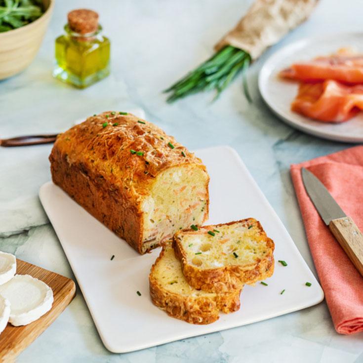 Cake au saumon, chèvre et ciboulette