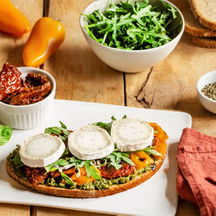 Tartines aux légumes confits et chèvre herbes de Provence