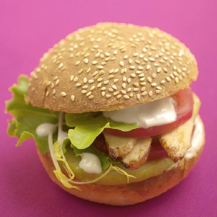 Hamburger au poulet, pommes et chèvre