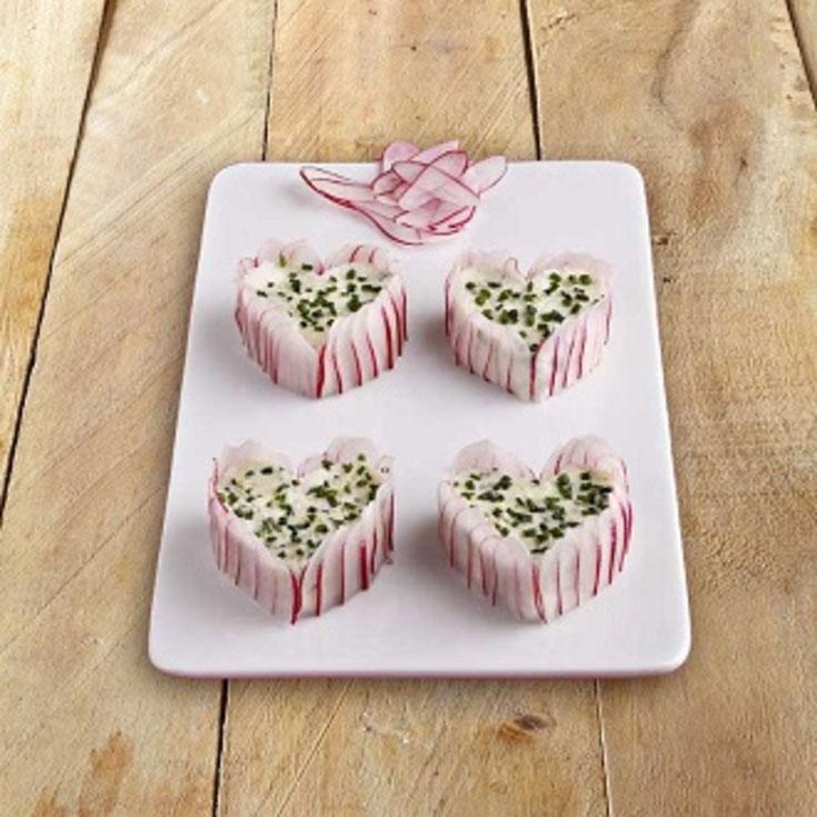 Mini-charlottes de radis rose au chèvre frais