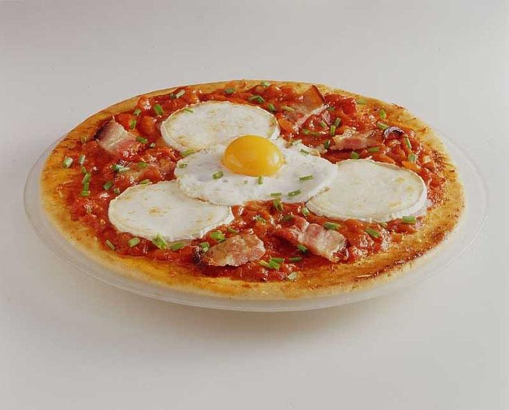 Pizza au fromage de chèvre et au bacon