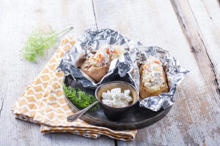 Pommes de terre farcies au fouetté de chèvre et au saumon fumé