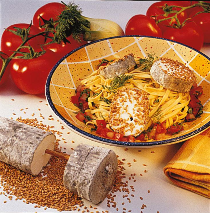Salade de pâtes au chèvre, tomates et graines de sésame