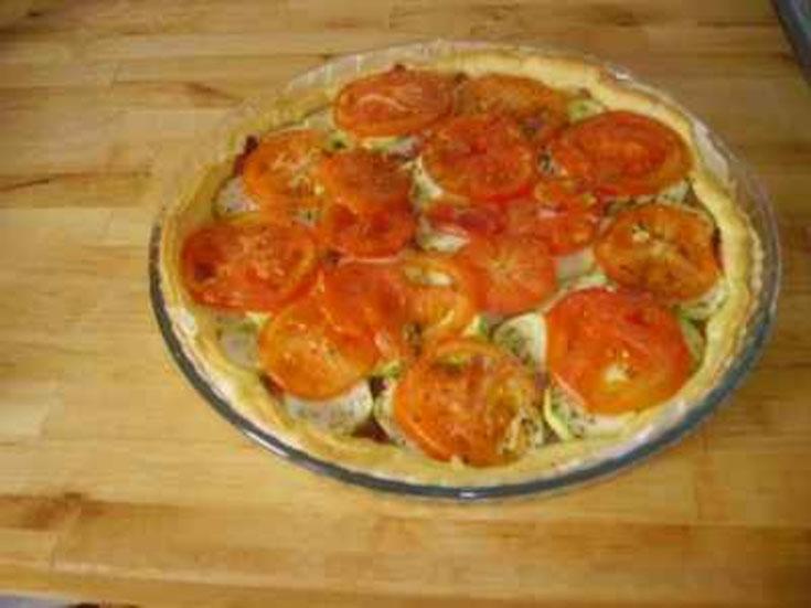 Tarte au chèvre, tomates et courgettes
