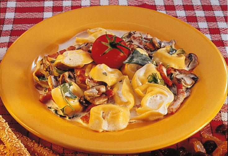 Tortellini Carbonara au chèvre, lardons et champignons