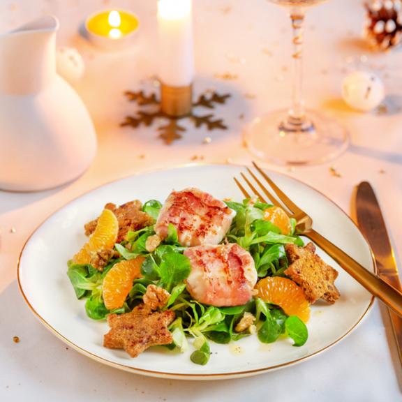 Salade de mâche, chèvres au lard fumé et clémentines