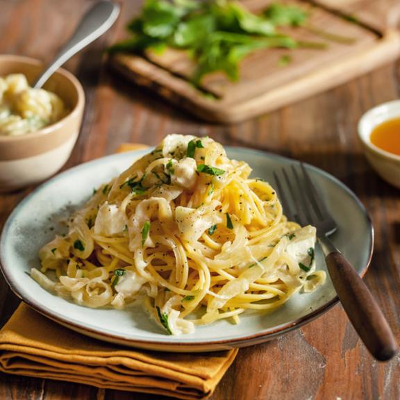 Spaghettis au chèvre et oignons caramélisés au miel
