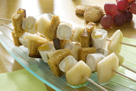 Brochettes aux fruits et au fromage de chèvre