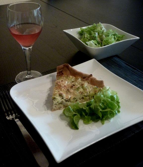 Tarte aux poireaux, saumon et au fromage de chèvre frais