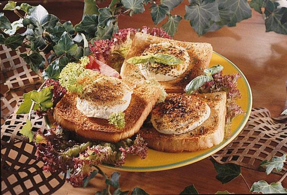 Fromage de chèvre chaud sur salade