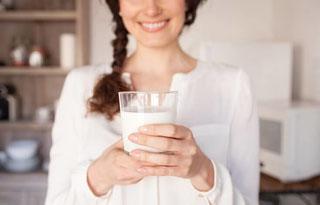 Est-ce que je peux continuer à consommer des produits laitiers en étant intolérant(e) au lactose ?