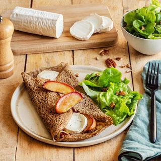 Galette de blé noir pommes et fromage de chèvre