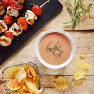 Brochettes de poulet et sauce barbecue au yaourt au chèvre