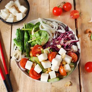 Salade bowl au chèvre et nouilles chinoises