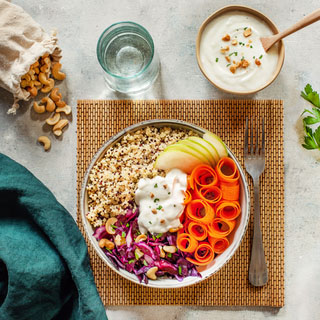 Salade bowl detox au yaourt de chèvre