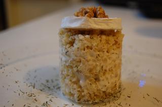 Boulgour, sauce au chèvre & morceaux de poires caramélisées