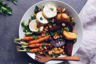 Bowl de légumes rôtis et palets de chèvre