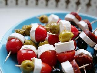 Brochette de chèvre, tomate, olive