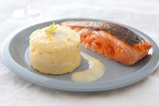 Dos de saumon à la polenta au chèvre et aux agrumes