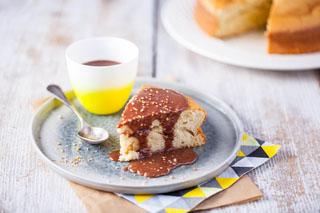 Gâteau plume au yaourt de chèvre et sauce praline