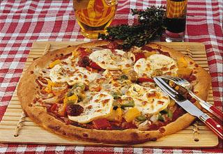 Pizza au chèvre, poivrons et herbes de provence