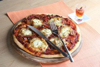 Pizza au chèvre, tomates et origan