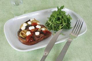 Tartine aubergines et courgettes au chèvre frais