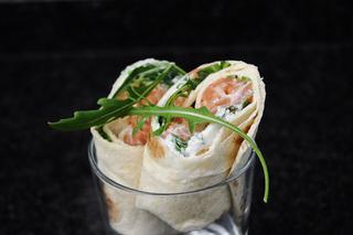 Wrap au tartare de saumon, roquette, chèvre frais
